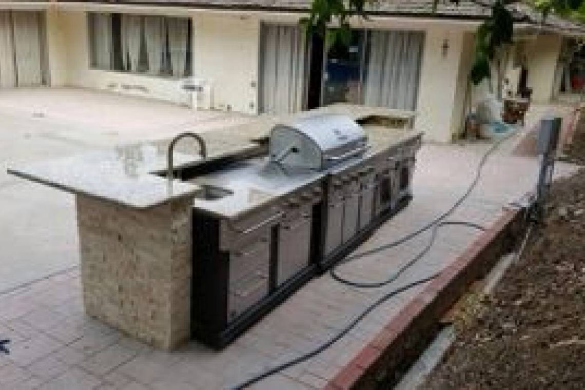 Outdoor Kitchen with Plumbing for Sink and Faucet | Remodeling
